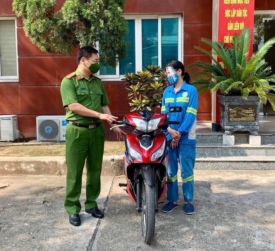Tin tức 24h qua:Được tặng 4 xe máy sau khi bị cướp, nữ công nhân môi trường tặng đồng nghiệp 3 chiếc - 1