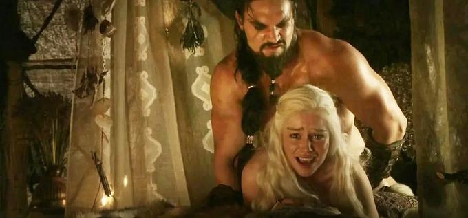 """Sao nam """"Game of Thrones"""" đáp trả câu hỏi vô duyên về cảnh nhạy cảm trong phim - 1"""