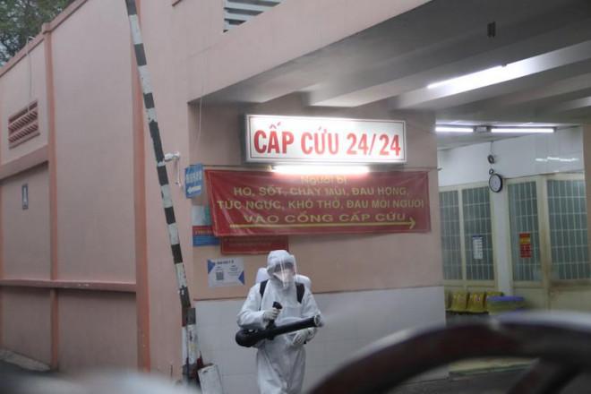 Sở Y tế TP.HCM yêu cầu các BV luôn mở cổng tiếp bệnh nhân tự đến khám - 1