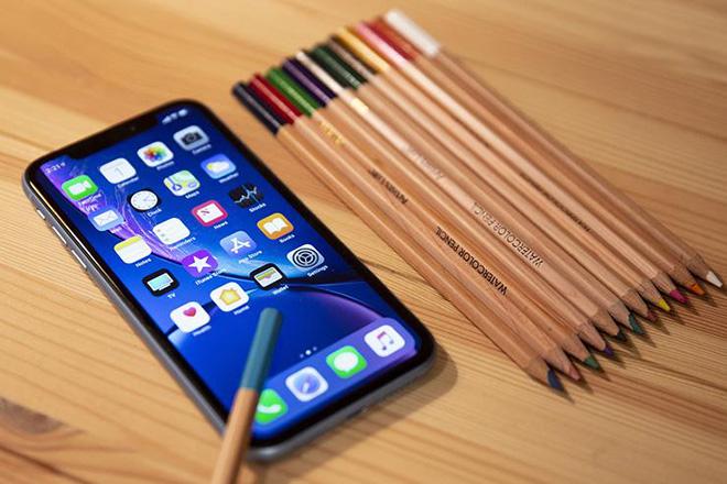 iPhone XR giảm sốc còn 12,5 triệu đồng liệu còn đáng mua? - 1