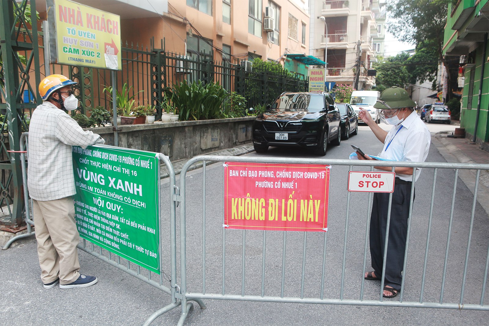 """Cận cảnh những chốt """"vùng xanh"""" do người dân tự quản ở Hà Nội - 11"""