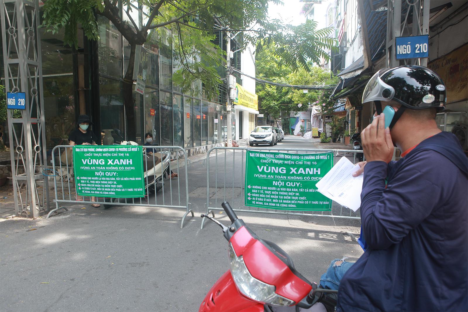 """Cận cảnh những chốt """"vùng xanh"""" do người dân tự quản ở Hà Nội - 14"""