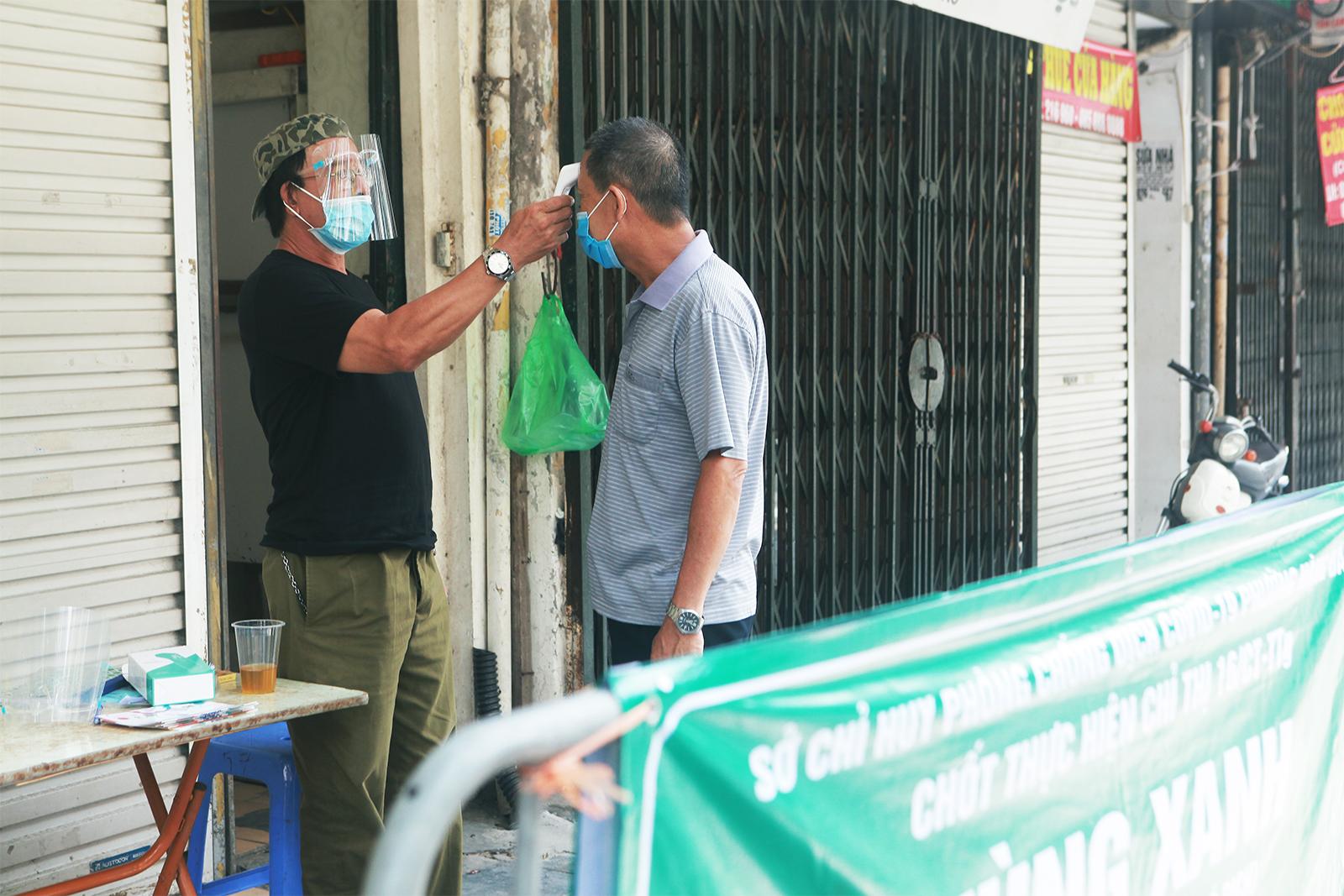 """Cận cảnh những chốt """"vùng xanh"""" do người dân tự quản ở Hà Nội - 4"""