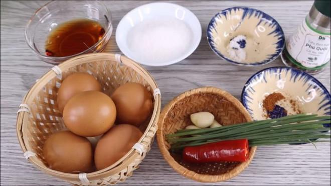Trứng chiên kết hợp với nước sốt này, đảm bảo thơm ngon, mềm mịn và vô cùng hao cơm - 1