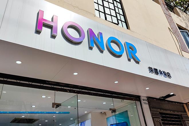 Tách khỏi Huawei, Honor cũng không yên với Mỹ - 1