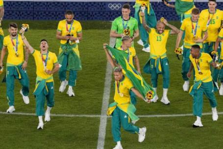 """ĐT Olympic Brazil coi thường nhà tài trợ hệt Ronaldo, hứng """"bão"""" chỉ trích"""