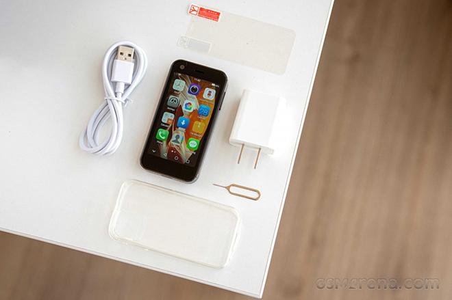Bất ngờ với chiếc điện thoại 4G nhỏ nhất thế giới - 5