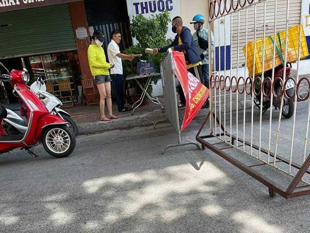 Bí thư phường bị UBND phường xử phạt vì ra lấy hàng không đeo khẩu trang - 1