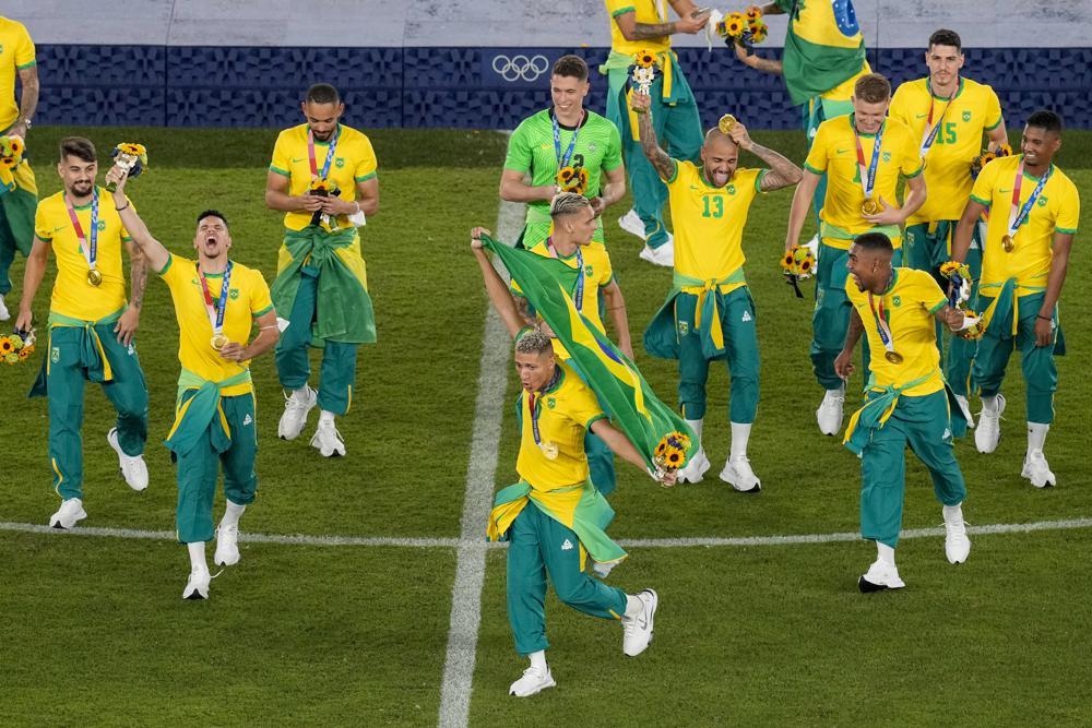 """ĐT Olympic Brazil coi thường nhà tài trợ hệt Ronaldo, hứng """"bão"""" chỉ trích - 1"""