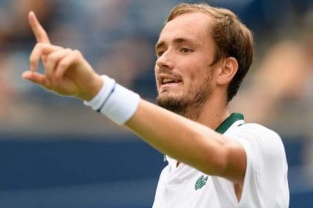 Kết quả tennis Rogers Cup: Medvedev thắng ngược trận có 27 cú aces, Cilic bị loại