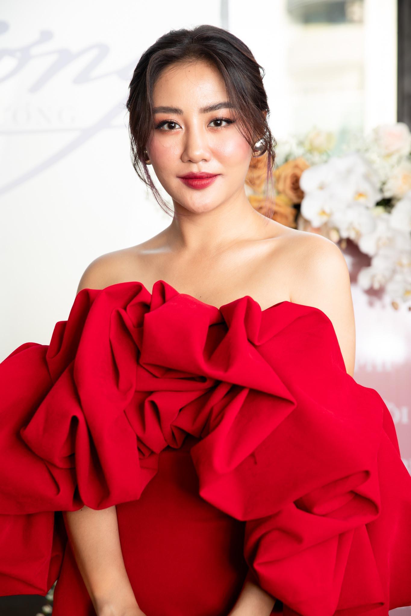 van mai huong 6 1628669806 652 width1365height2048 Văn Mai Hương khéo léo khoe đặc điểm hấp dẫn nhất của cơ thể phụ nữ