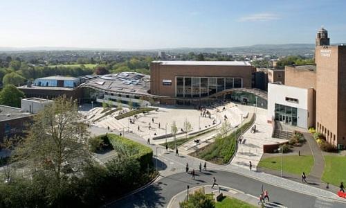 Trường đại học Anh tặng thưởng 10.000 bảng, cung cấp chỗ ở miễn phí nếu sinh viên hoãn nhập học - 1