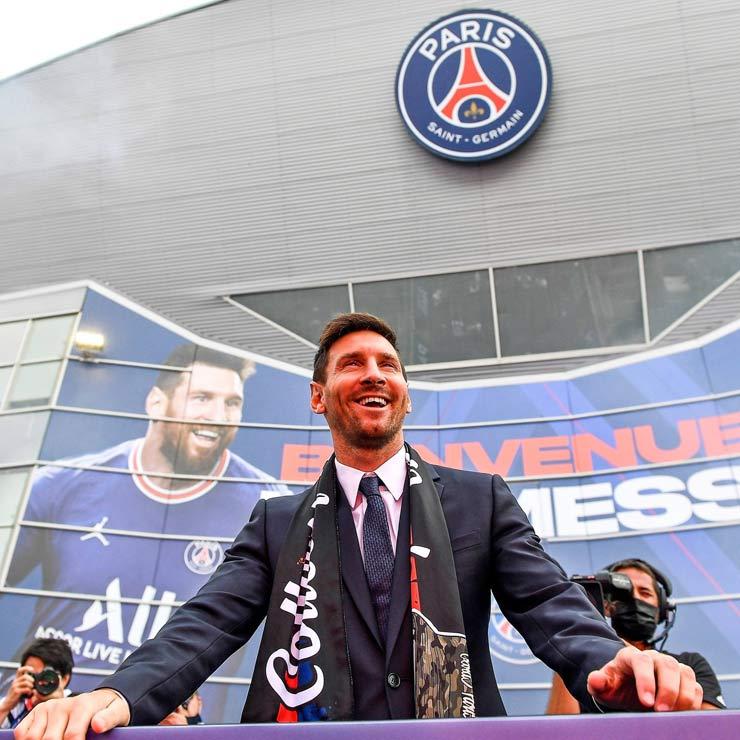Messi đến PSG tái ngộ fan cuồng Real, vợ đẹp khiến streamer nổi tiếng bẽ mặt - 1
