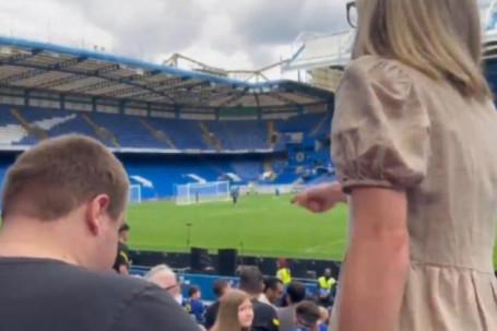 Lukaku vừa đến Chelsea đã thấy sốc: Fan nữ chửi bới đòi đuổi Werner ngay trên sân