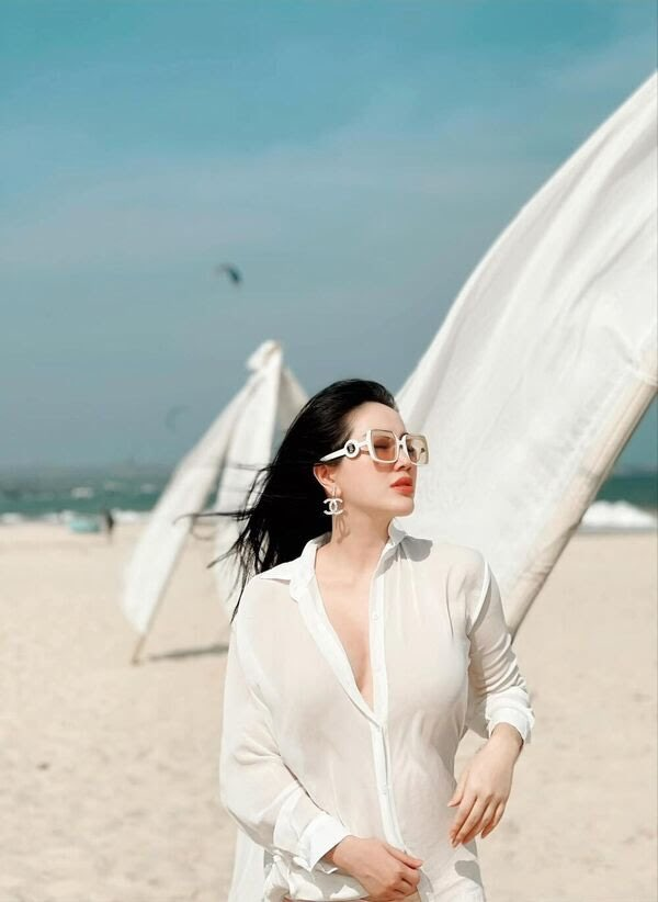 Bảo Thy mặc sơ mi trắng mỏng tang gợi cảm, ngày càng đẹp sau khi lấy đại gia Hà Tĩnh