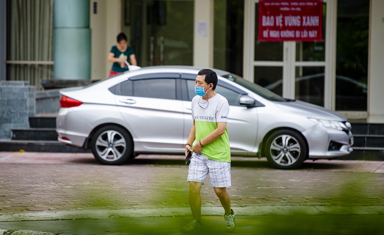 Hà Nội tiếp tục giãn cách đến 6/9, nhiều người vẫn ra đường tập thể dục - 3