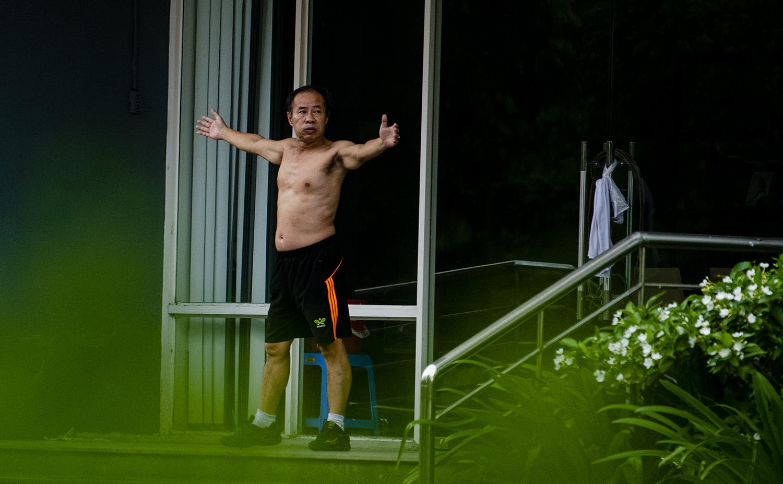 Hà Nội tiếp tục giãn cách đến 6/9, nhiều người vẫn ra đường tập thể dục - 5
