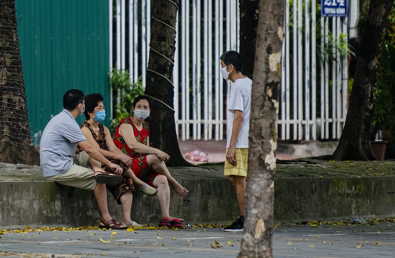 Hà Nội tiếp tục giãn cách đến 6/9, nhiều người vẫn ra đường tập thể dục - 6