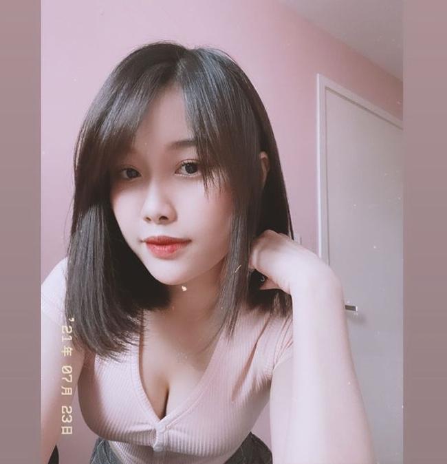 """Cầu thủ Văn Toàn và hot girl Trang Nhung từng là cặp đôi """"vàng"""" trong làng bóng Việt."""