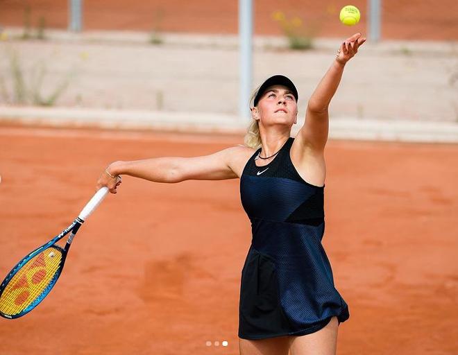 """Hot girl tennis """"bốc lửa"""" hơn Sharapova: """"Búp bê mới"""" khiến fan say đắm - 1"""