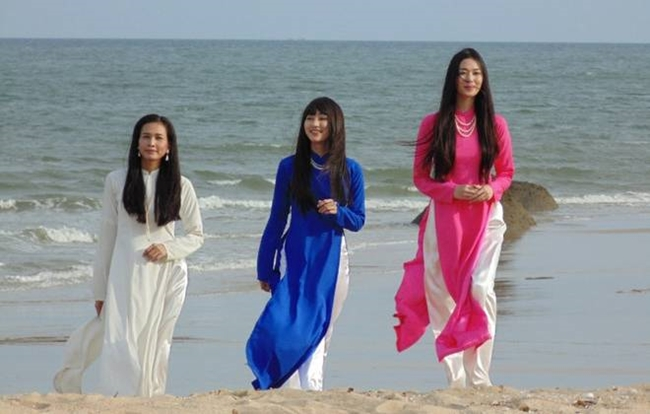 """Mỹ nhân Sài thành là bộ phim lịch sử Việt Nam của cố đạo diễn NSƯT Lê Cung Bắc. Phim sản xuất từ năm 2014 nhưngbị """"đắp chiếu"""" suốt 4 năm, đến tháng 5.2018 mới chính thức lên sóng VTV. Phim xoay quanh cuộc đời của 3 mỹ nhân Sài Thành những năm 1950 là Bạch Trà (Dương Mỹ Linh), Hồng Trà (Khánh My) và Thanh Trà (Ngân Khánh)."""