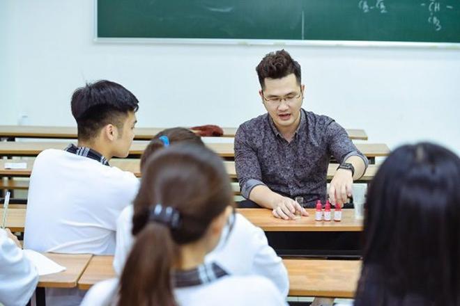 """Thầy giáo Dương Hà chia sẻ """"những lưu ý khi chọn ngành, chọn trường""""  - 1"""