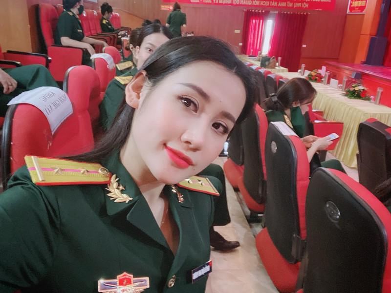 Nữ quân nhân Hà Tĩnh đẹp như hoa hậu thích ăn vận quyến rũ nhưng tuyệt đối không phản cảm