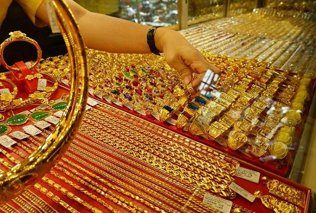 Giá vàng hôm nay 31/8: Dân buôn bán khống, vàng giảm giá - 1