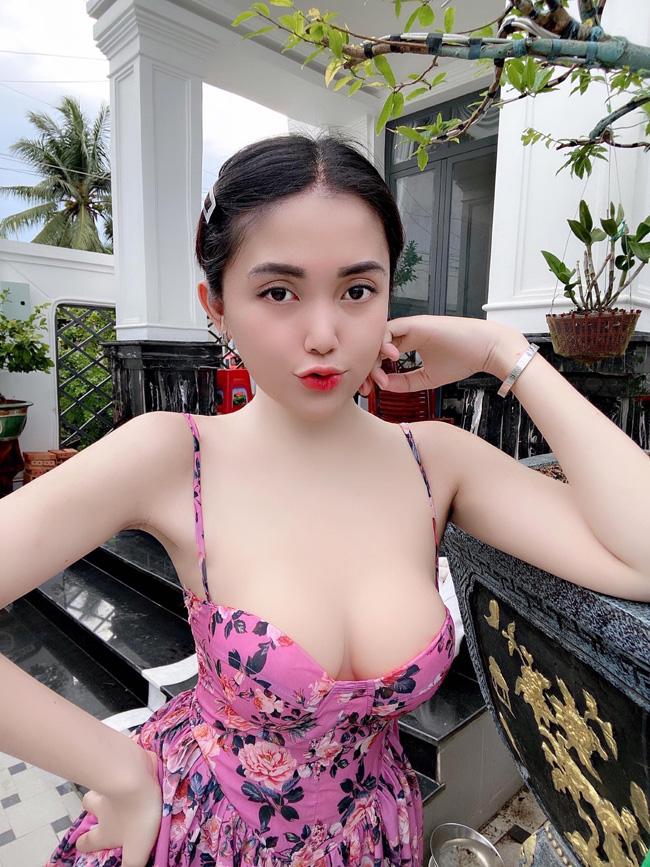 Lương Hương Giang (27 tuổi, Đồng Tháp) từng khiến bao người ngây ngất vì vẻ đẹp gợi cảm và nữ tính của mình.