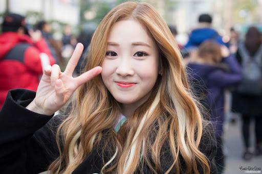 Màu tóc nâu sáng đẹp tôn da và được yêu thích nhất hiện nay - 5