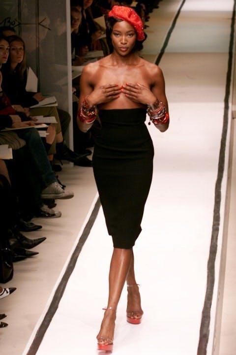 Naomi Campbell tiet lo danh doi tinh yeu cho su nghiep 3 1630466479 217 width480height721 Siêu mẫu Naomi Campbell tiết lộ đánh đổi tình yêu cho sự nghiệp