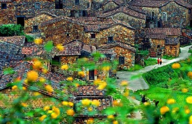 Ngôi làng cổ hơn 200 tuổi làm bằng loại vật liệu cực đặc biệt - 1