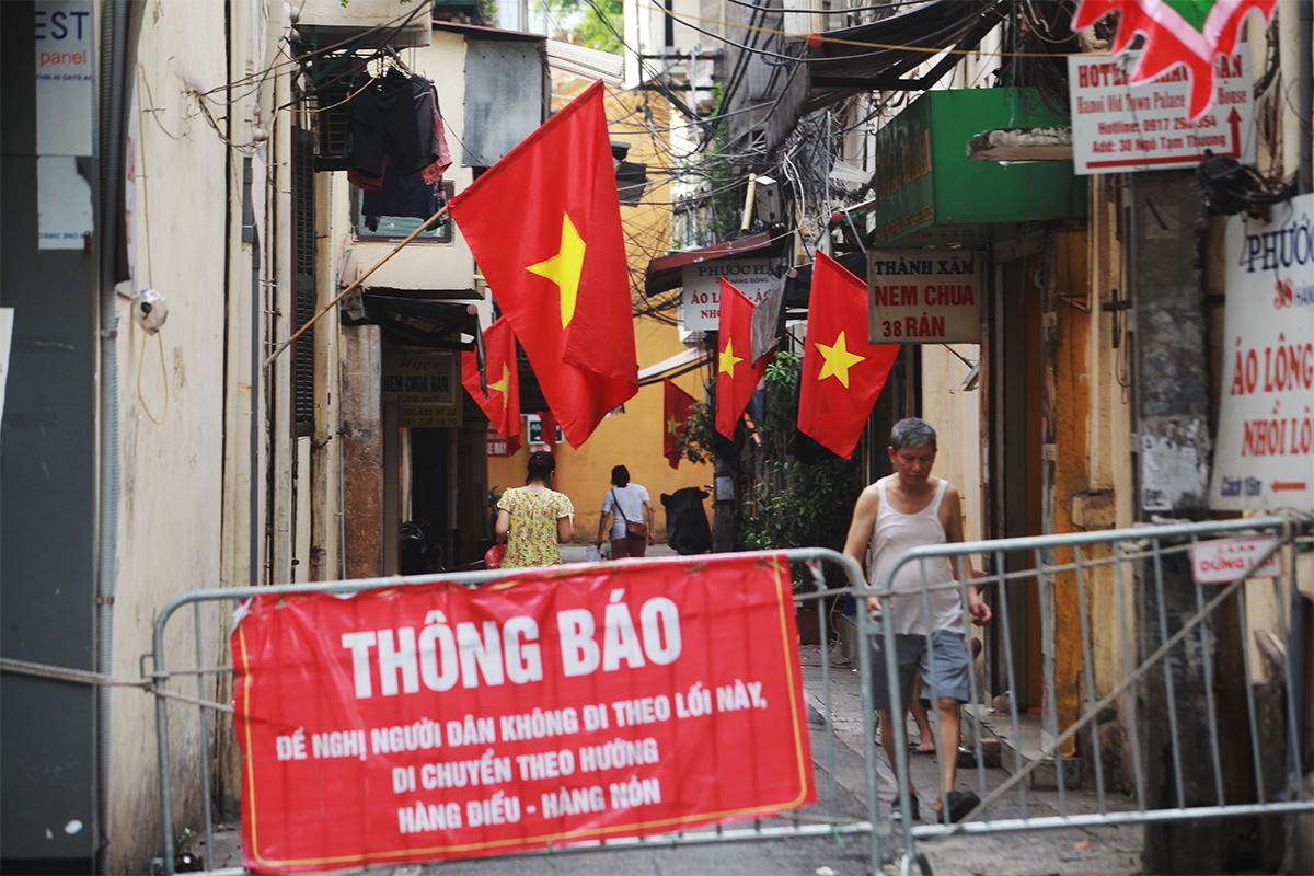 Ảnh: Phố phường Thủ đô Hà Nội rực đỏ chào mừng Quốc khánh 2/9 - 13