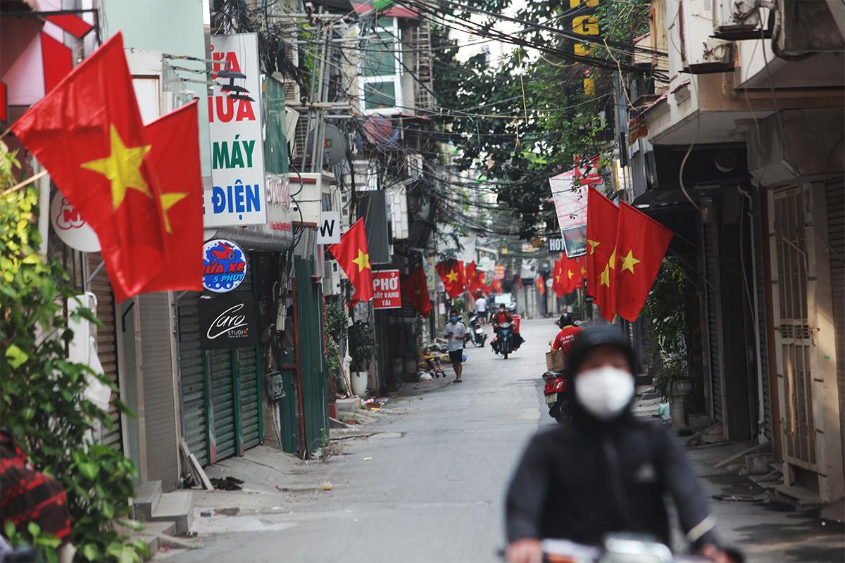 Ảnh: Phố phường Thủ đô Hà Nội rực đỏ chào mừng Quốc khánh 2/9 - 14