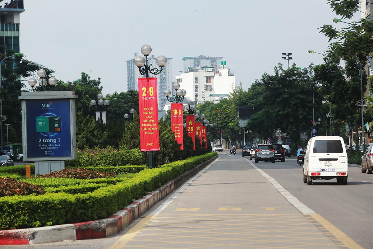 Ảnh: Phố phường Thủ đô Hà Nội rực đỏ chào mừng Quốc khánh 2/9 - 2