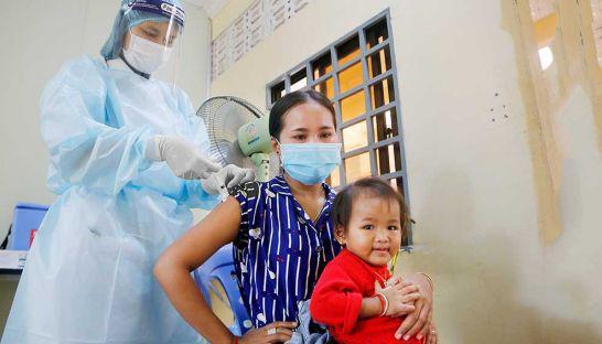 Campuchia: Thủ đô Phnom Penh gần đạt miễn dịch cộng đồng - 1