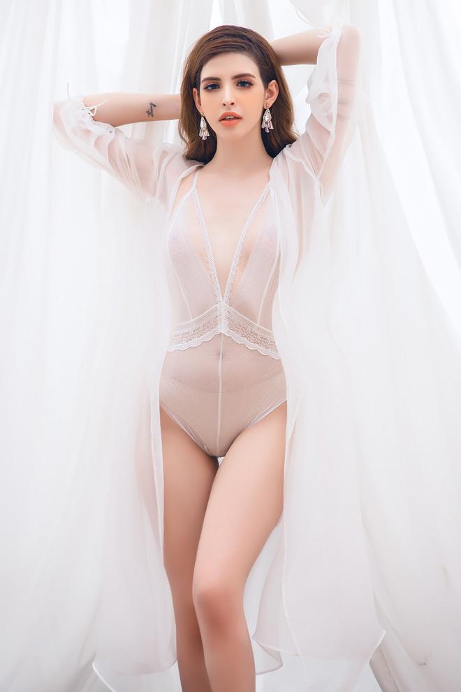 Andrea (An Tây) vén bức rèm hậu trường chụp thời trang