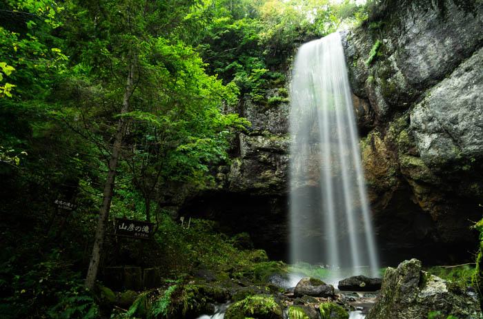 """Khung cảnh tuyệt đẹp đằng sau 10 thác nước """"hot"""" nhất Nhật Bản - 1"""