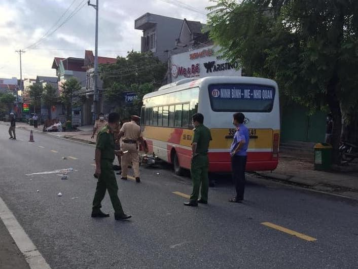 Ngày đầu đến trường, một học sinh tử vong do va chạm với xe buýt - 1