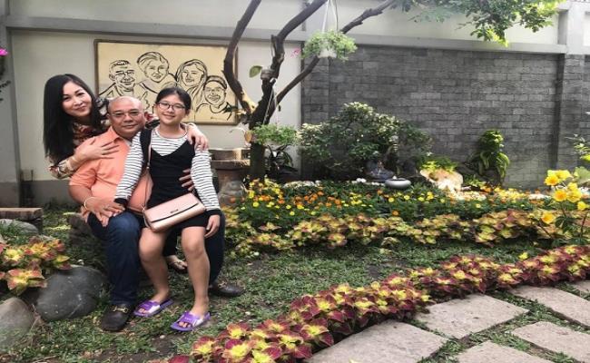 Được biết, ngoài khu vườn tiền tỷ ra vợ chồng nghệ sĩ Hồng Vân cùng con gái út đang sống tại căn biệt thự khá khang trang, có vườn rộng tại TP.HCM.