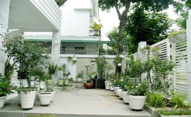 Hiện tại, gia đình Quyền Linh - Dạ Thảo đang sống tại 1 căn biệt thự sang trọng tại quận 7, thành phố Hồ Chí Minh.