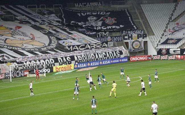 Chi phí cao chính là vấn đề khiến cho nhiều giải bóng đá trên thế giới không thể dùng VAR. Ví dụ năm 2018, giải vô địch quốc gia của Brazil đã tính đến VAR, nhưng 12/20 câu lạc bộ từ chối.