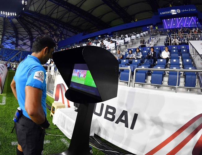 Thai League là giải đấu đã áp dụng công nghệ VAR đầu tiên. Năm 2018, Thái Lan chủ động dùng VAR thử nghiệm từ 2 đến 4 trận/vòng đấu.