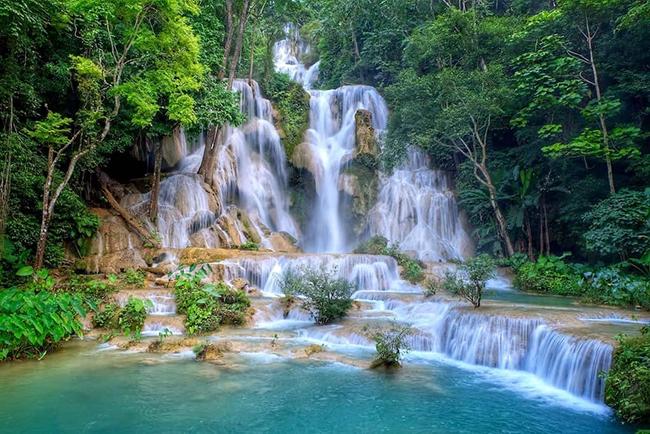 Thác Kuang Si là một trong những thác nước hùng vĩ nhất ở Lào. Đây không chỉ là mộttrong những khung cảnh đẹpnhất ở Lào mà còn thuộc topnhững thác nước đẹp nhất thế giới.