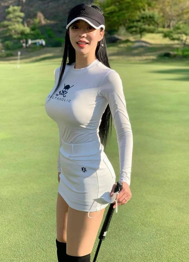 Golfđang được ưa chuộng tại nhiều quốc gia, trong đó có Hàn Quốc. Vốn là bộ môn có nhiều quy tắc chuẩn mực nên bất cứ golfer nào trước khi ra sân đềuphải nắm rõ, bao gồm cả những quy định về trang phục.