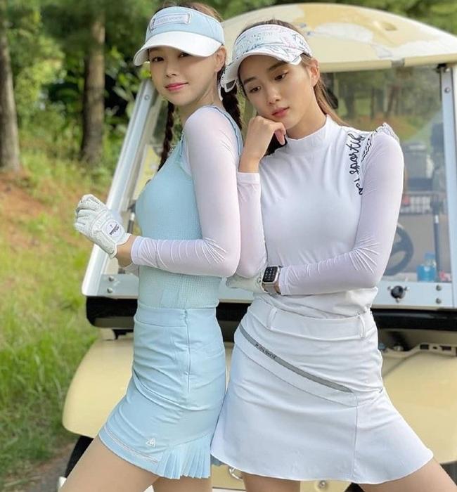 Ngoài ra, dáng váy tennis cũng được yêu thích không kém nhưng dễ bị hất tung.