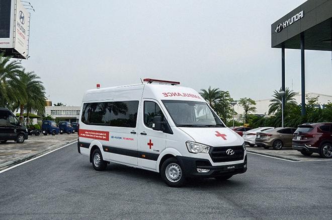 Hyundai Việt Nam trao tặng 10 xe cấp cứu Solati cho các tỉnh chống dịch - 1