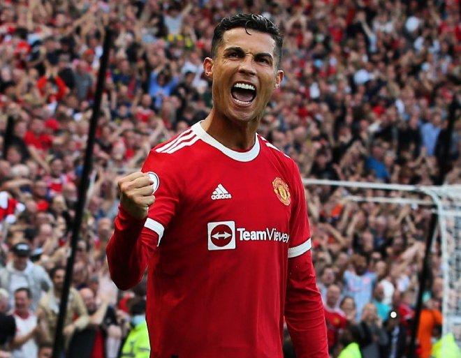 """Ronaldo chói sáng lập cú đúp ngày ra mắt MU, lập hàng loạt cột mốc """"khủng"""" - 1"""
