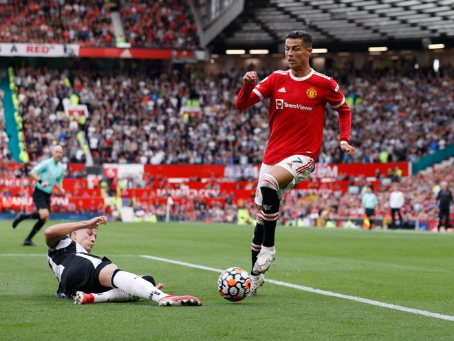 """Ronaldo lập cú đúp ngày tái xuất, theo đuổi 3 mức thưởng """"khủng"""" của MU - 1"""
