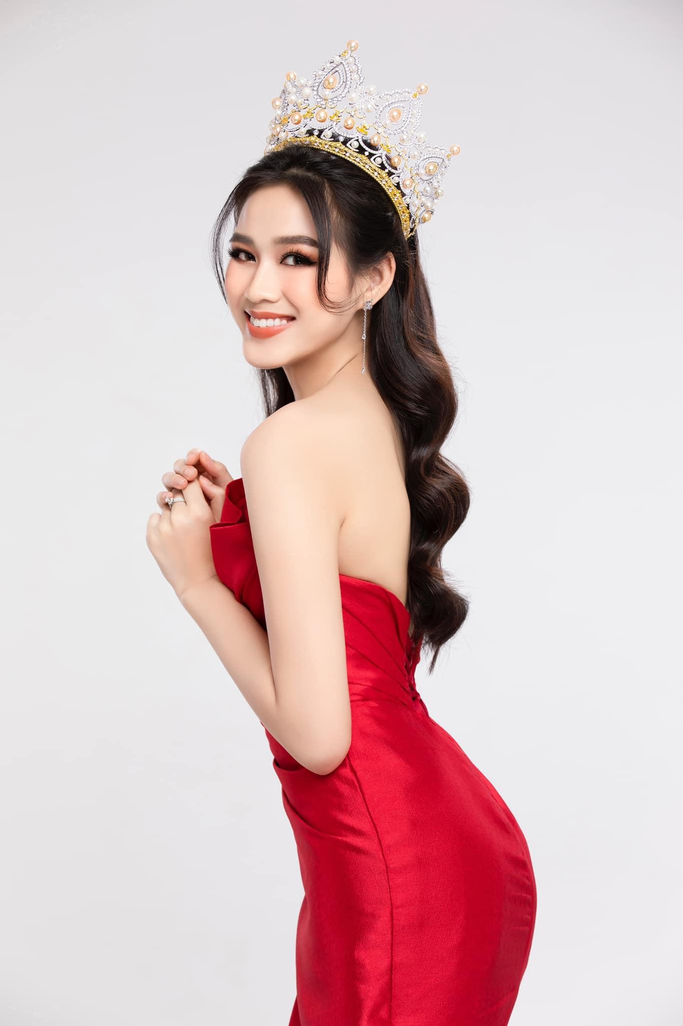 """Hoa hậu Đỗ Thị Hà tiết lộ từng phải làm việc này trong """"căn phòng bí mật"""" - 1"""